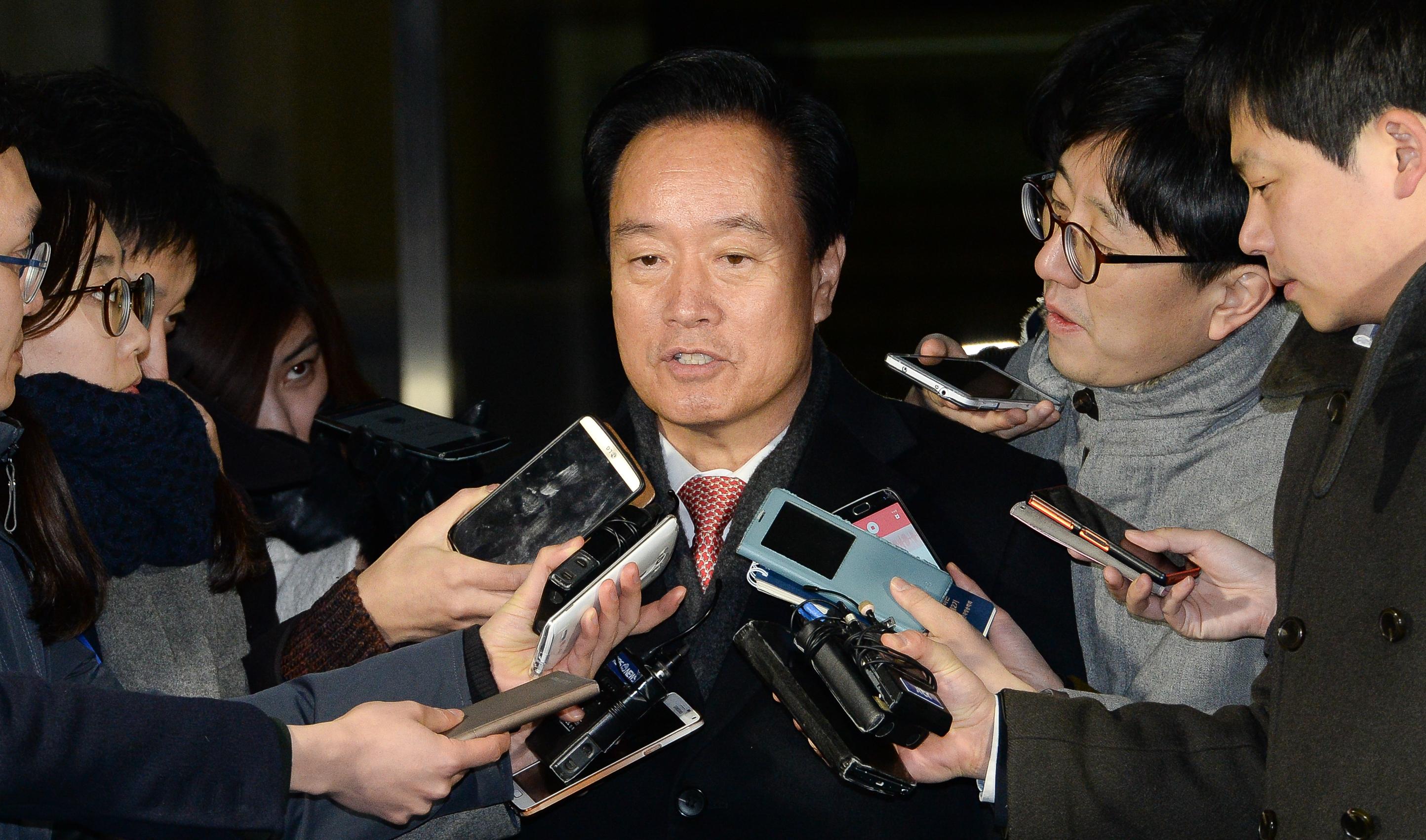'포스코 비리 연루 의혹' 이병석 의원, 16시간 조사 받고 귀가